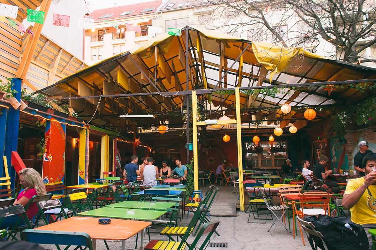 Ruin Pubs Budapest - Ellato Kert