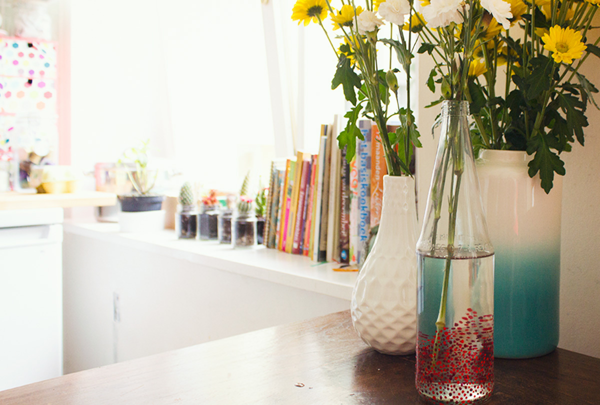 [:en]DIY: Polka Dot Vase[:nl]DIY: Stippenvaas[:]