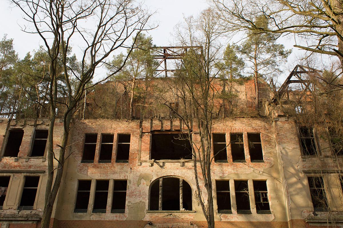 Abandoned Adventures - Beelitz Heilstatten 02