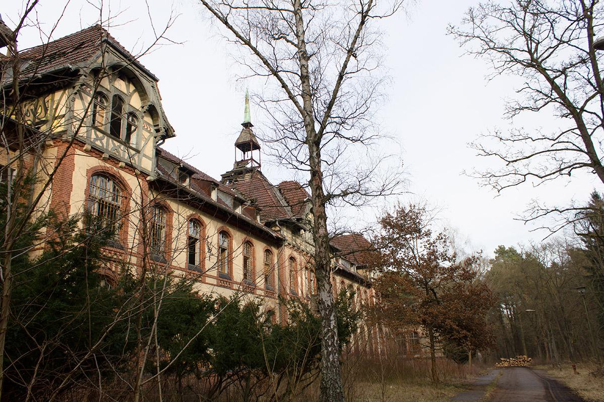 Abandoned Adventures - Beelitz Heilstatten_9251