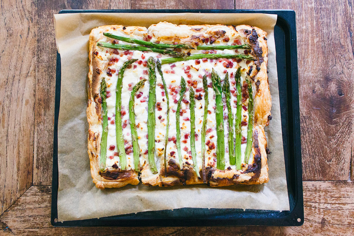 Recipe- Pizza with asparagus and bacon -1