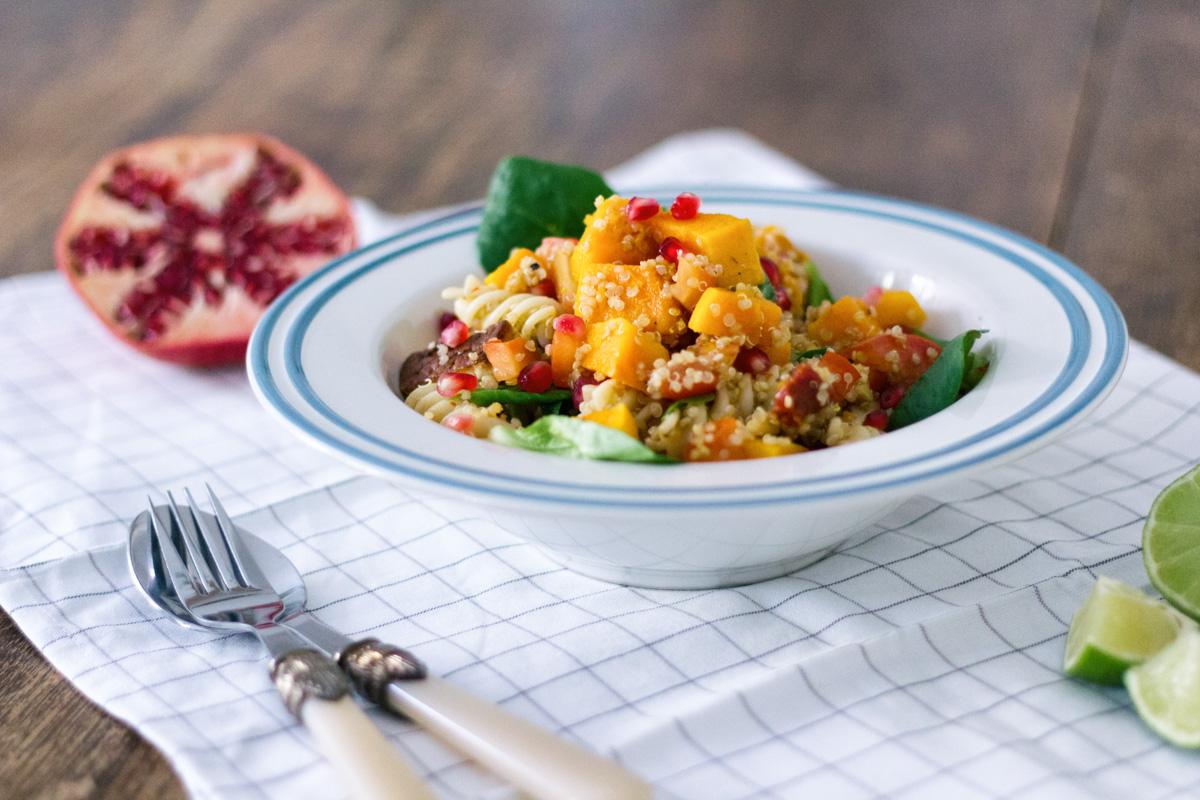 Recept: Herfstsalade met pompoen, quinoa en granaatappel