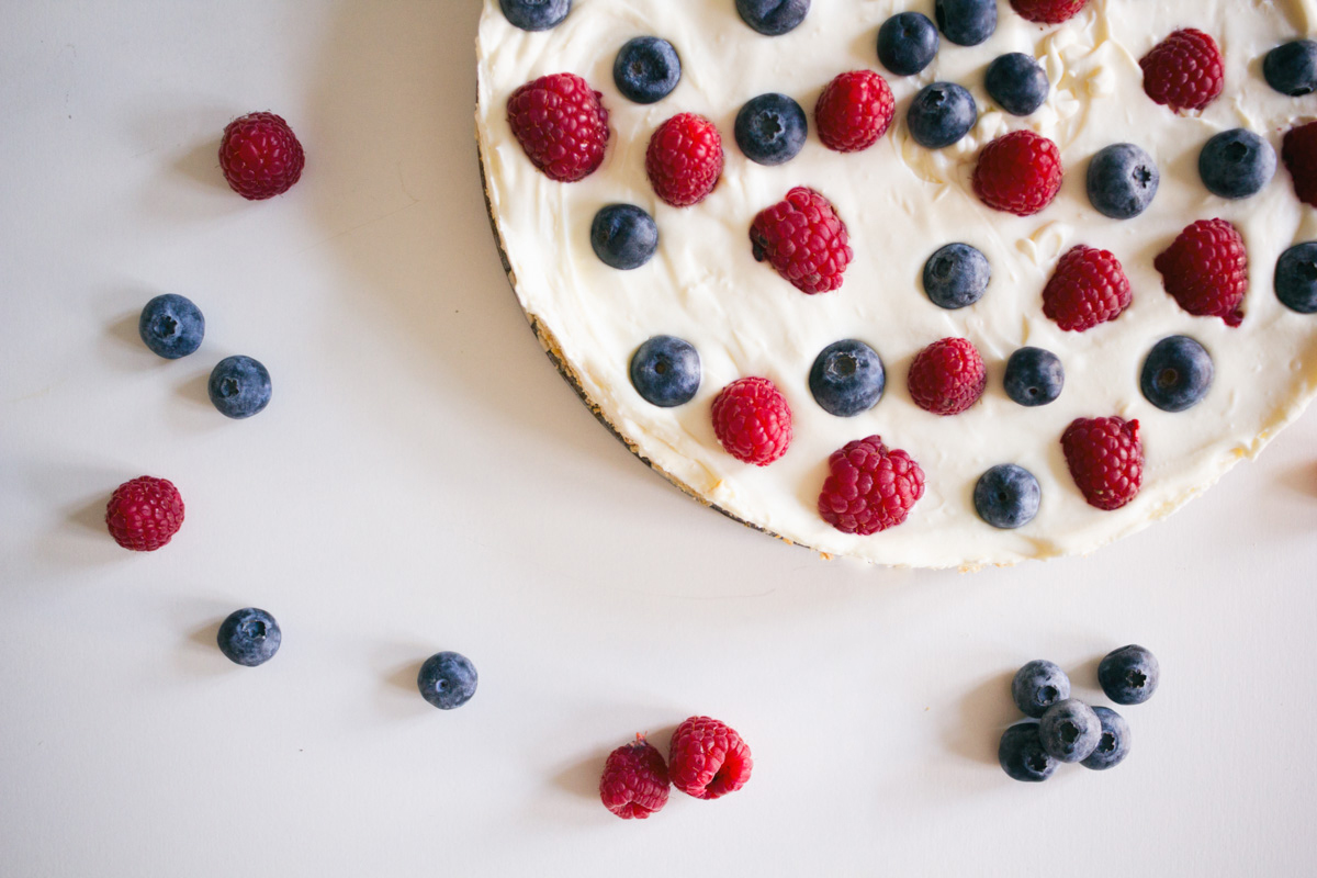 Recipe: No-bake cheesecake with berries and white chocolate